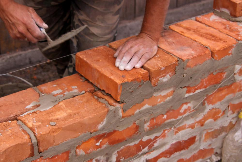 Стоимость стены дома зависит от типа кладки