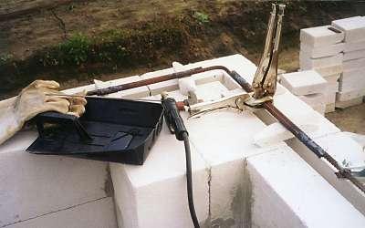 Использование арматуры на углах дома из пенобетона