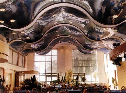 Стеклянный многоуровневый потолок сложной формы