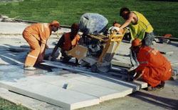 Стенорезные машины с легкостью разрезают камни, бетон и кирпич, а также позволяют получить максимальную глубину пропила да полутора метров