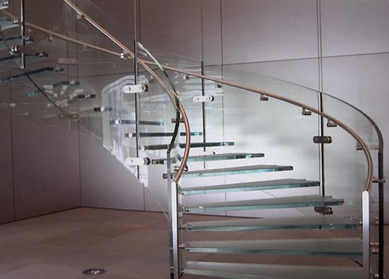 Винтовая стеклянная лестница — полезная ширина лестницы