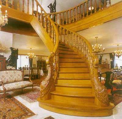 Деревянная лестница в интерьере дома — полезная ширина площадок