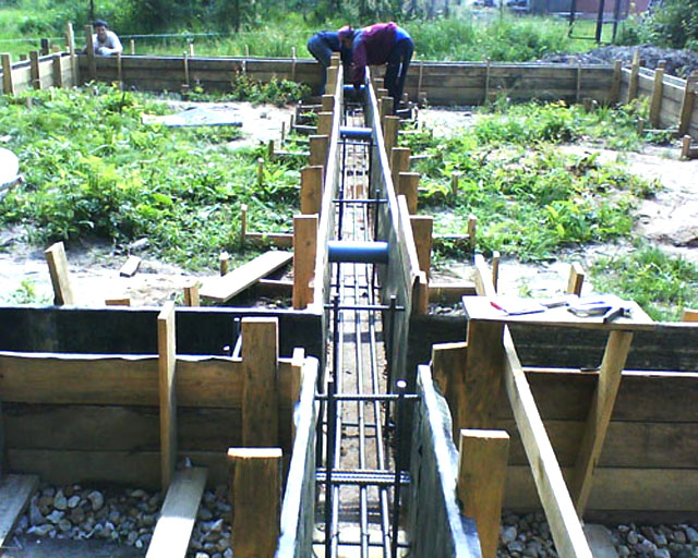 Строительство армированого ленточного фундамента