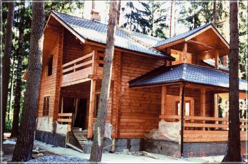 Брусчатый деревянный дом