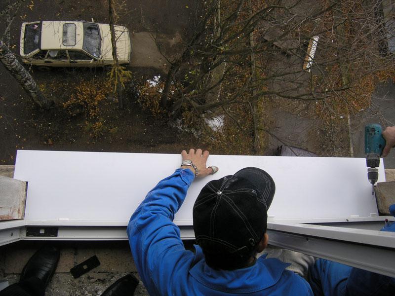 Установка отлива пластикового окна