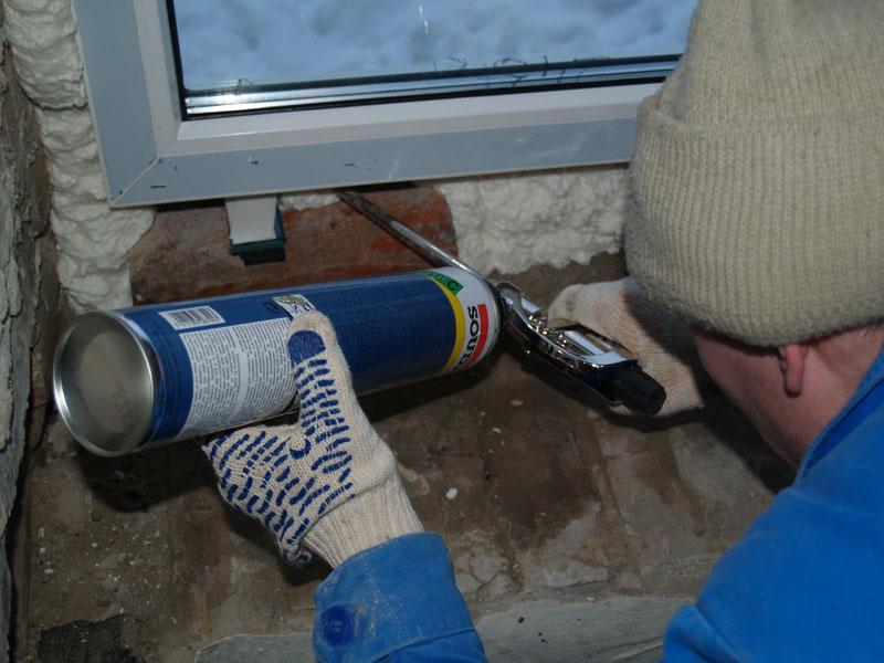 Запенивание пластикового окна по периметру